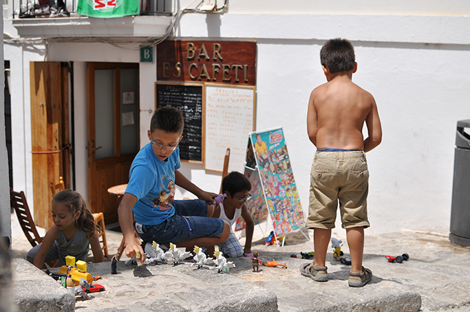 kids playing on the streets