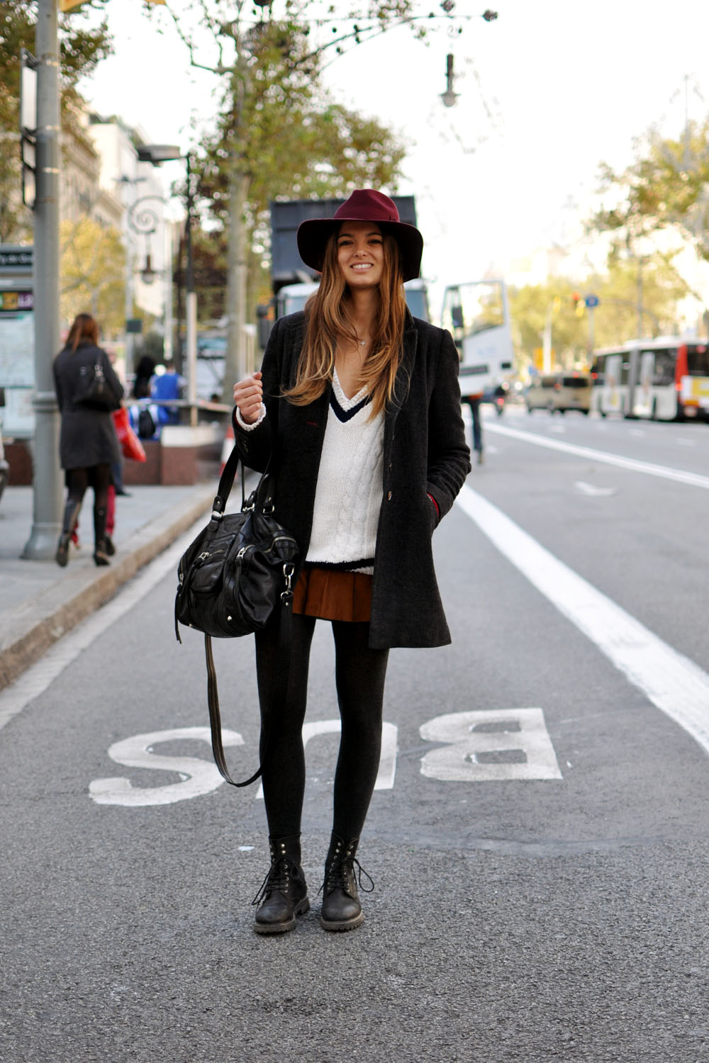 girl with hat street style in barcelona