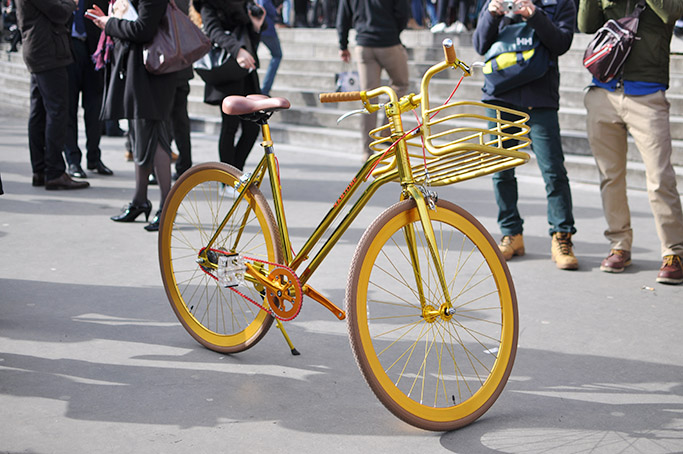 Chanel Streetstyle · Golden bike