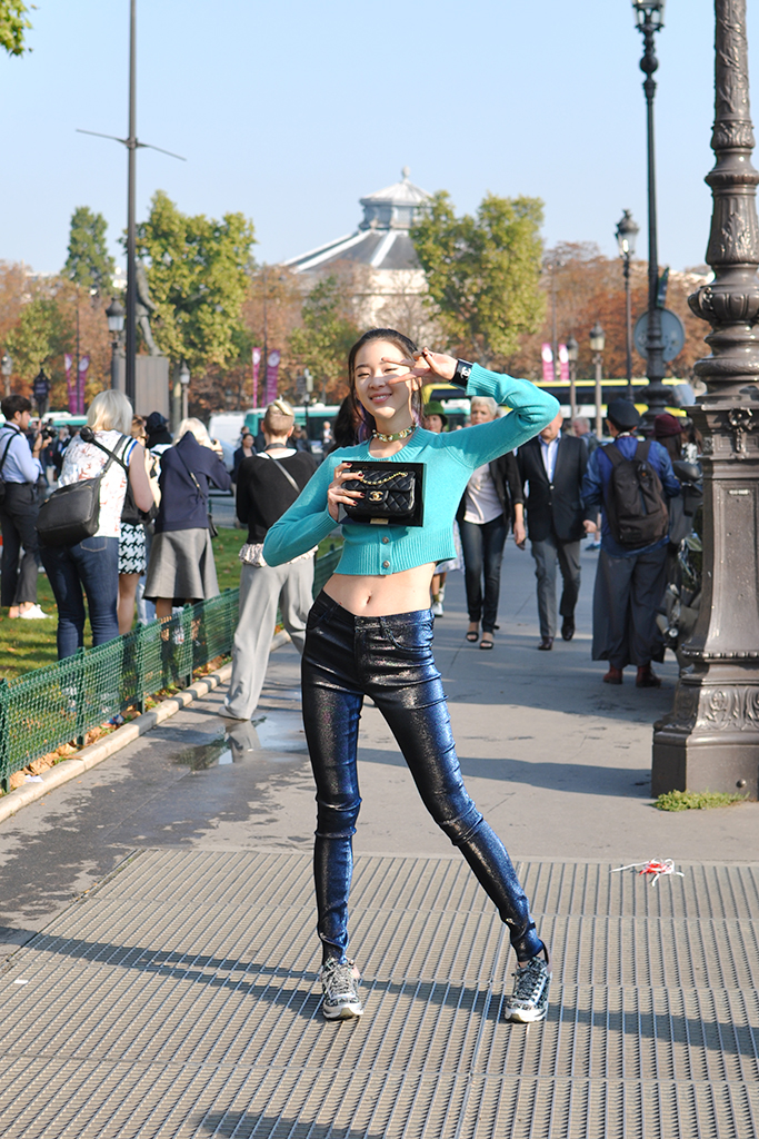Model Irene with crop top