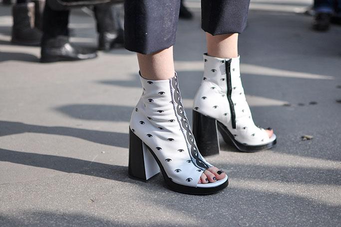Hanne Gaby Odiele Kenzo eye boots