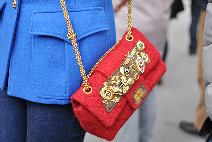 Chanel Streetstyle · Chanel red bag